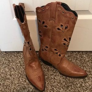 Dingo cowboy boots with cut outs